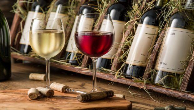DIY: Φτιάξτε Μόνοι σας μια Εντυπωσιακή Θήκη Μπουκαλιών Κρασιού