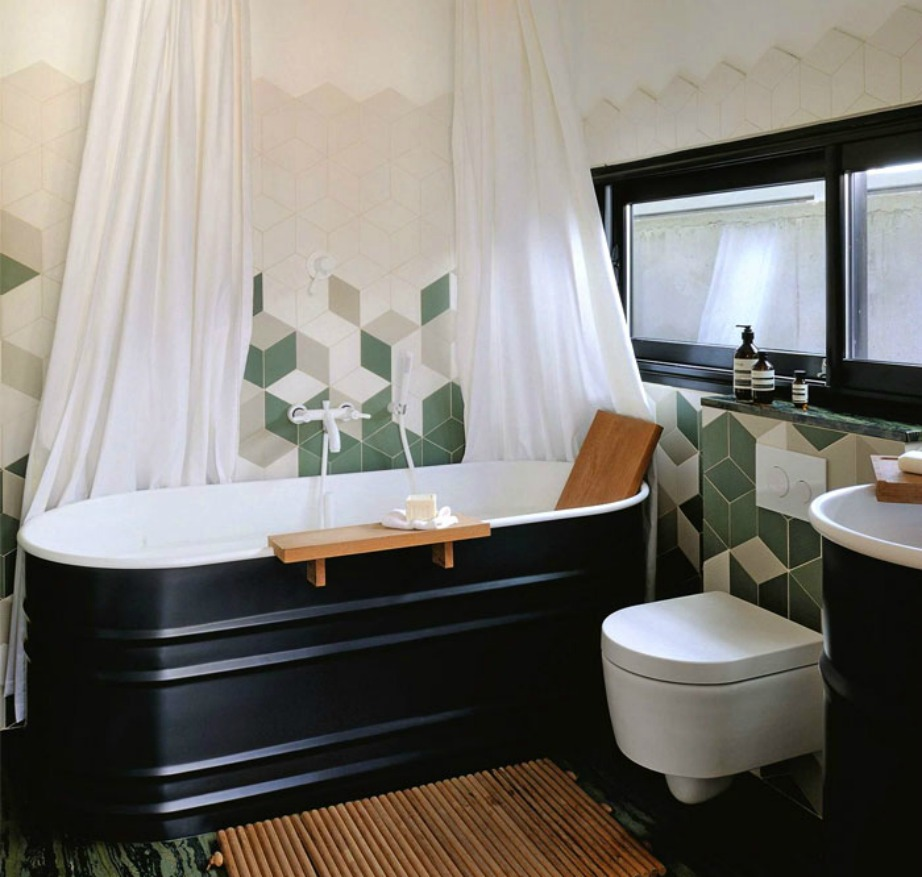 Σκοτεινά χρώματα στα μπάνιο προβλέπουν οι τάσεις για το νέο έτος δίνοντας πολυτέλεια και κομψότητα.