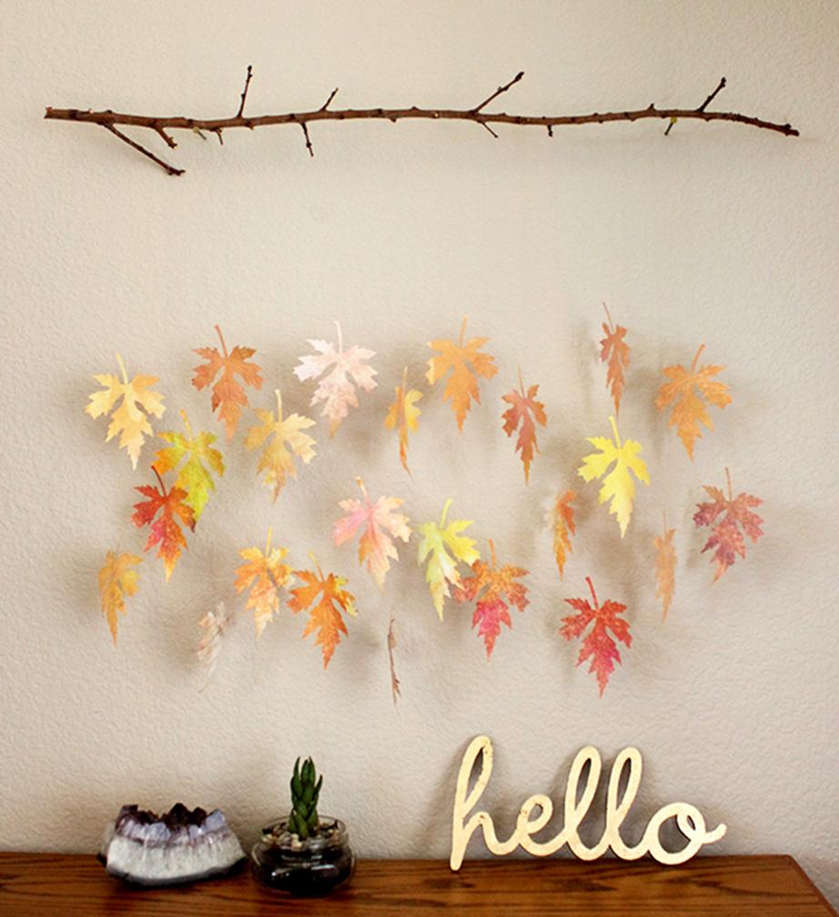 Διακοσμητικό για τον τοίχο με φύλλα δέντρου.