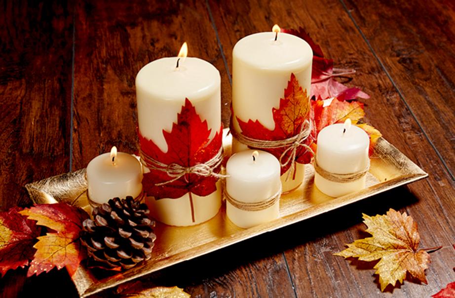 Διακοσμητικό δίσκος με φύλλα και κεριά.