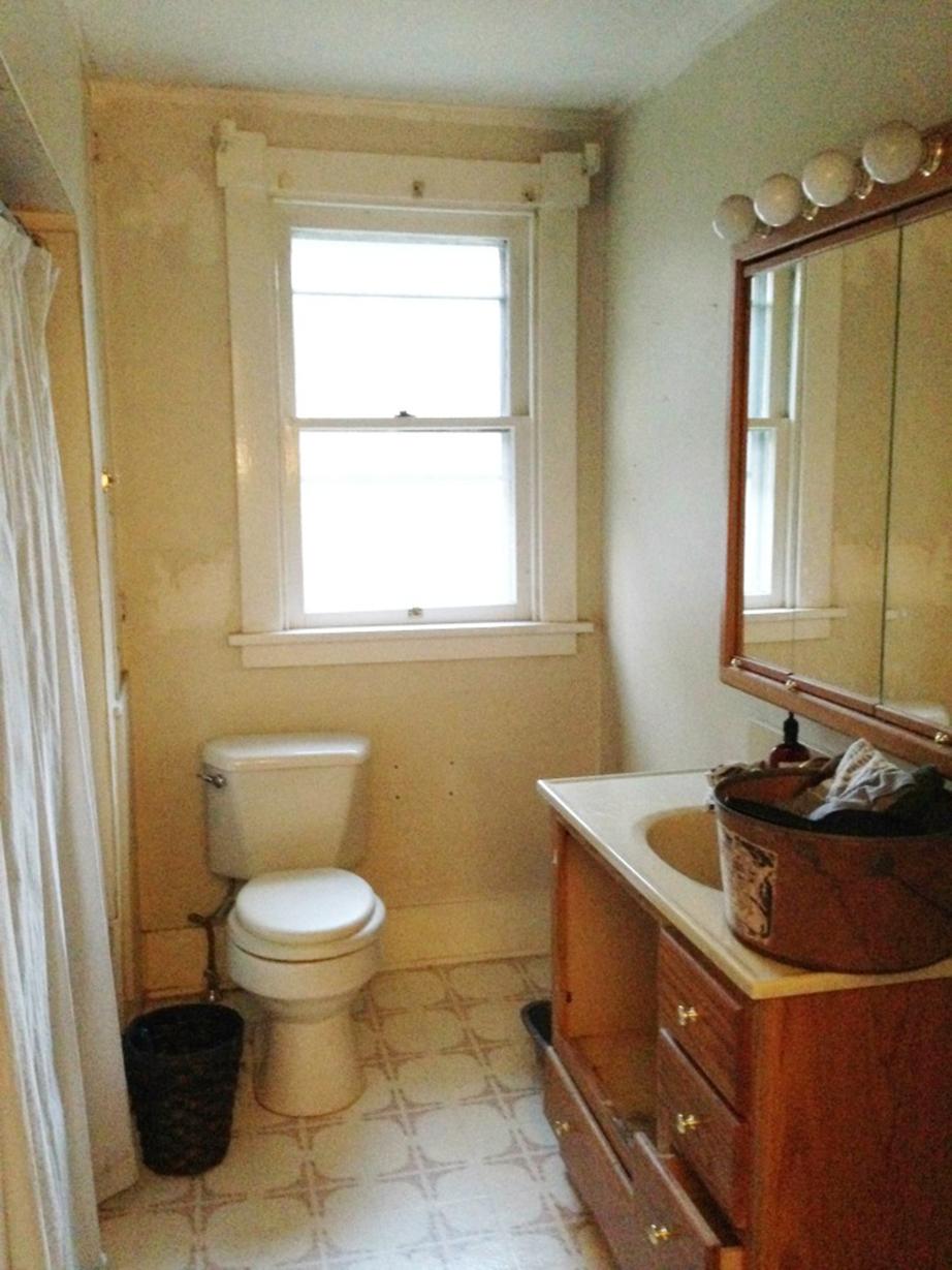 Ο χώρος του μπάνιου πριν την ανανέωση.