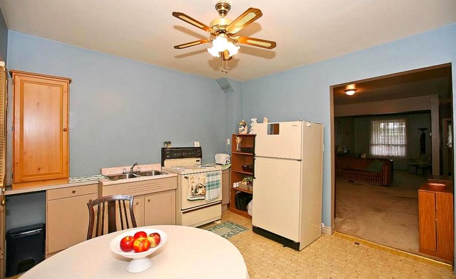 Η εικόνα της κουζίνας πριν την ανακαίνιση.