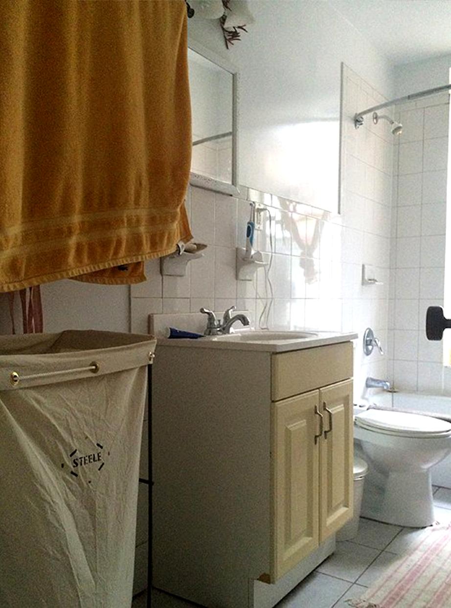 Αυτή ήταν η ανιαρή εικόνα που παρουσίαζε το μπάνιο πριν την ανανέωση.