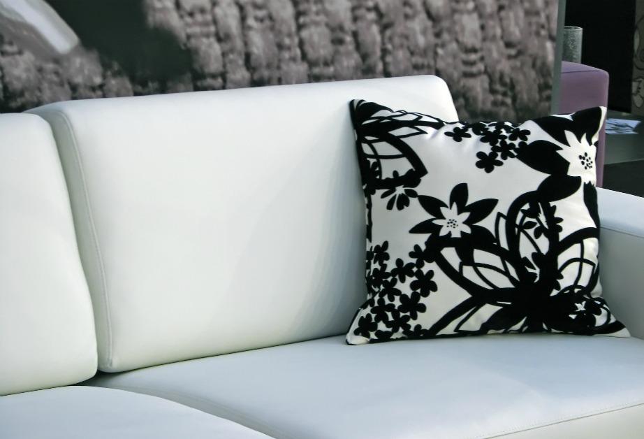 Το ασπρόμαυρο φλοράλ δείχνει ωραίο μόνο του ή συνδυασμένο με κάποια έντονη απόχρωση, όπως κίτρινο, κόκκινο ή πράσινο.