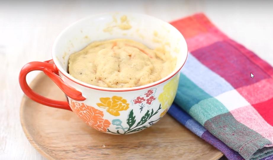 """Μετά από 45"""" στο φούρνο μικροκυμάτων το κέικ καρότου σας θα είναι έτοιμο."""