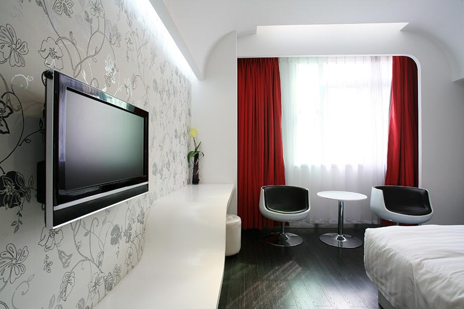 H τηλεόραση μέσα στο υπνοδωμάτιο μπορεί να φέρει δυσάρεστα αποτελέσματα στην υγεία.