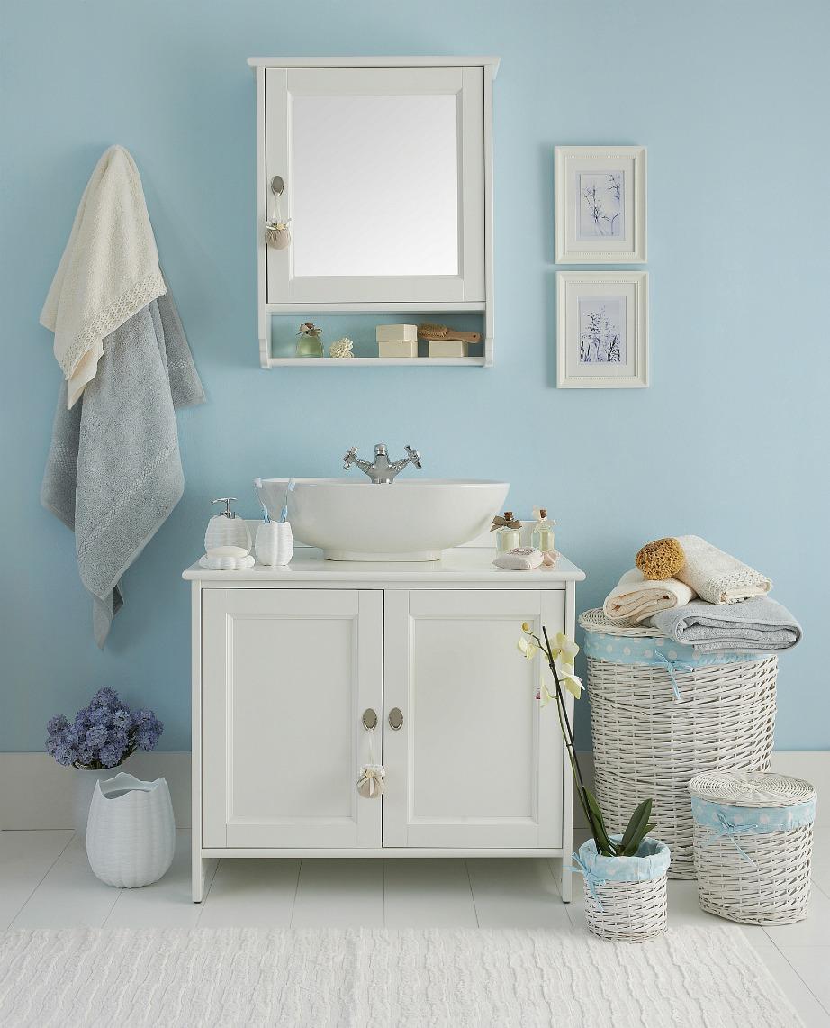 Ένα μεγάλο καλάθι στο μπάνιο θα σας βοηθήσει ώστε να μην έχετε πεταμένα άπλυτα..δεξιά και αριστερά.