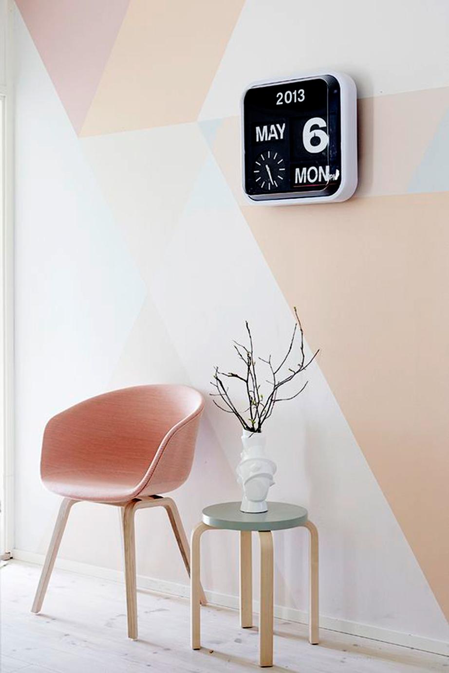 Δημιουργήστε γεωμετρικά σχέδια στους τοίχους με λίγο χρώμα.