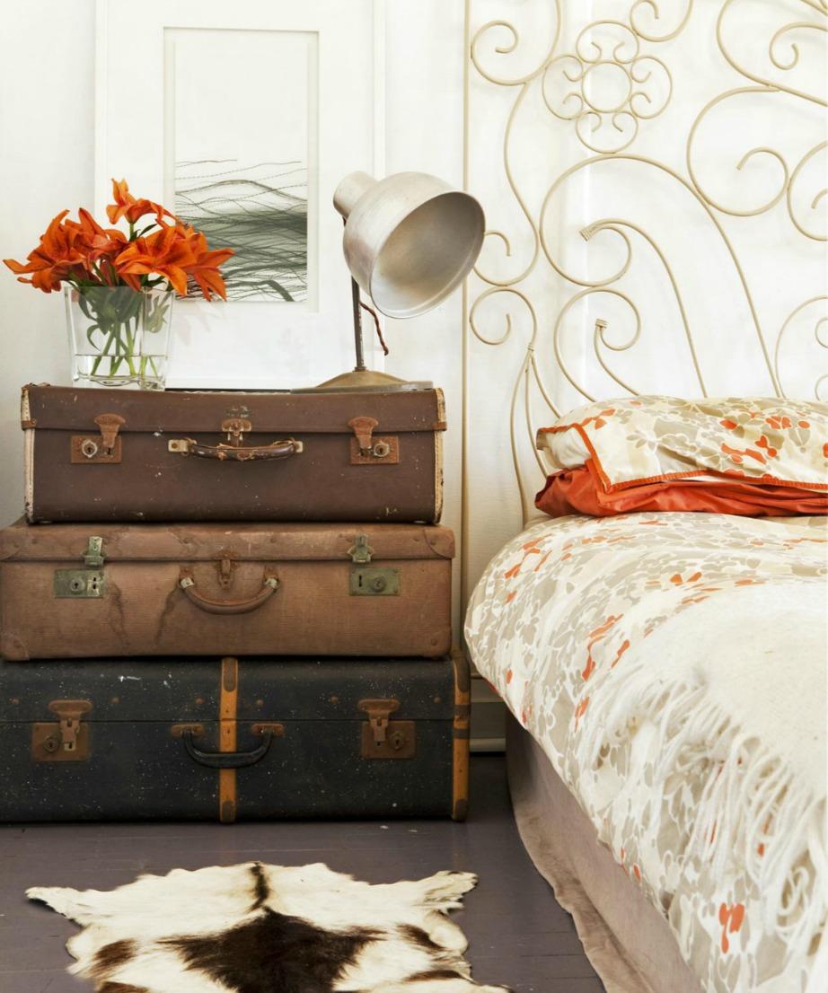 Φτιάξτε κομοδίνο από παλιές βαλίτσες!
