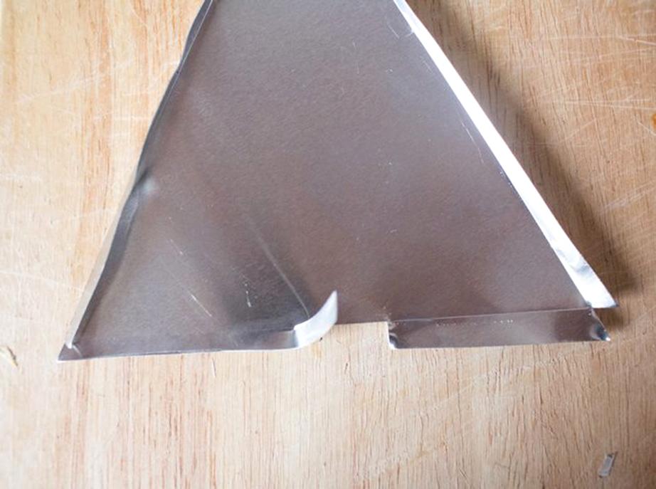Δημιουργήστε στην άνιση πλευρά των τριγώνων δύο πτερύγια.