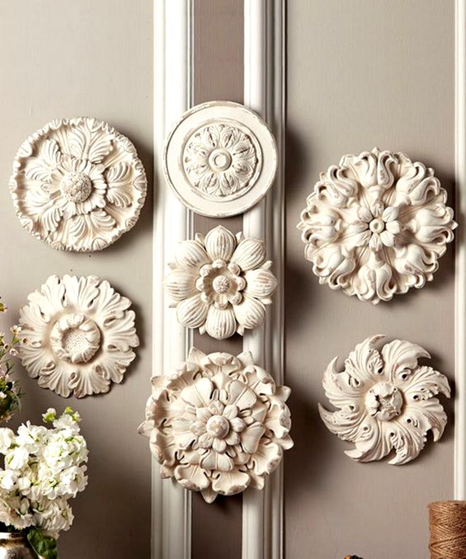 Βάλτε στον τοίχο σας ροζέτες και αλλάξτε το ύφος της διακόσμησής σας.