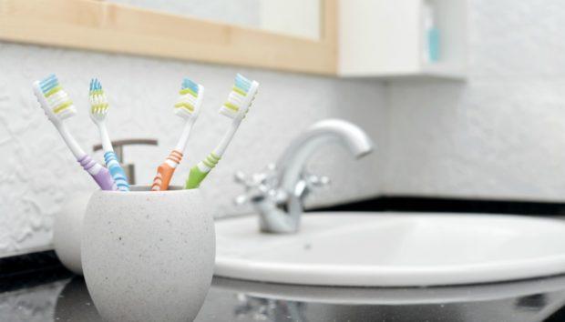 3 Χρήσεις της Οδοντόβουρτσας που δεν Βάζει ο Νους σας