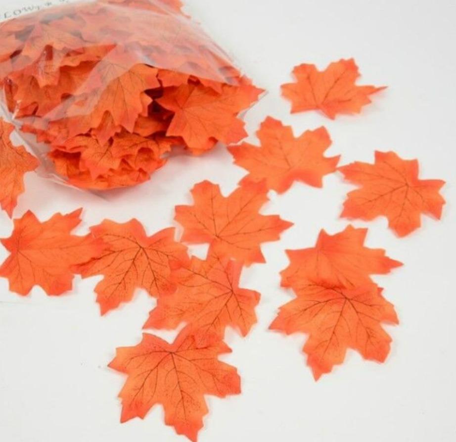 Τα ψεύτικα φύλλα θα δώσουν χρώμα στο δωμάτιο και φθινοπωρινή πινελιά.