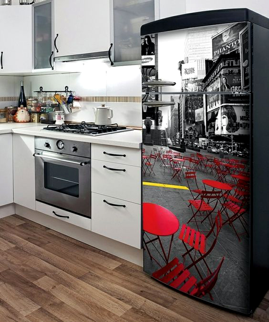 Χρησιμοποιήστε αυτοκόλλητες ταπετσαρίες για να καλύψετε την πρόσοψη ή και ολόκληρο το ψυγείο σας.