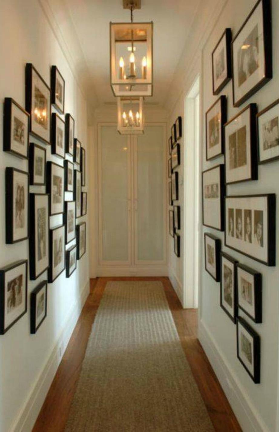 Μπορεί το συγκεκριμένο χολ να μην είναι μικρό αλλά είναι αρκετά στενό. Δίνοντας έμφαση στους τοίχους κατά κάποιο τρόπο η στενότητά του ξεχνιέται.