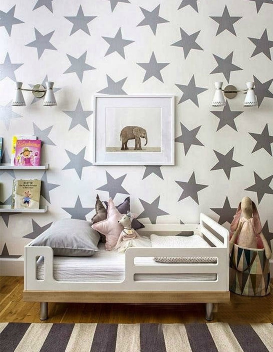 Χρησιμοποιήστε αυτοκόλλητα και δώστε χρώμα σε ένα παιδικό ή εφηβικό δωμάτιο.
