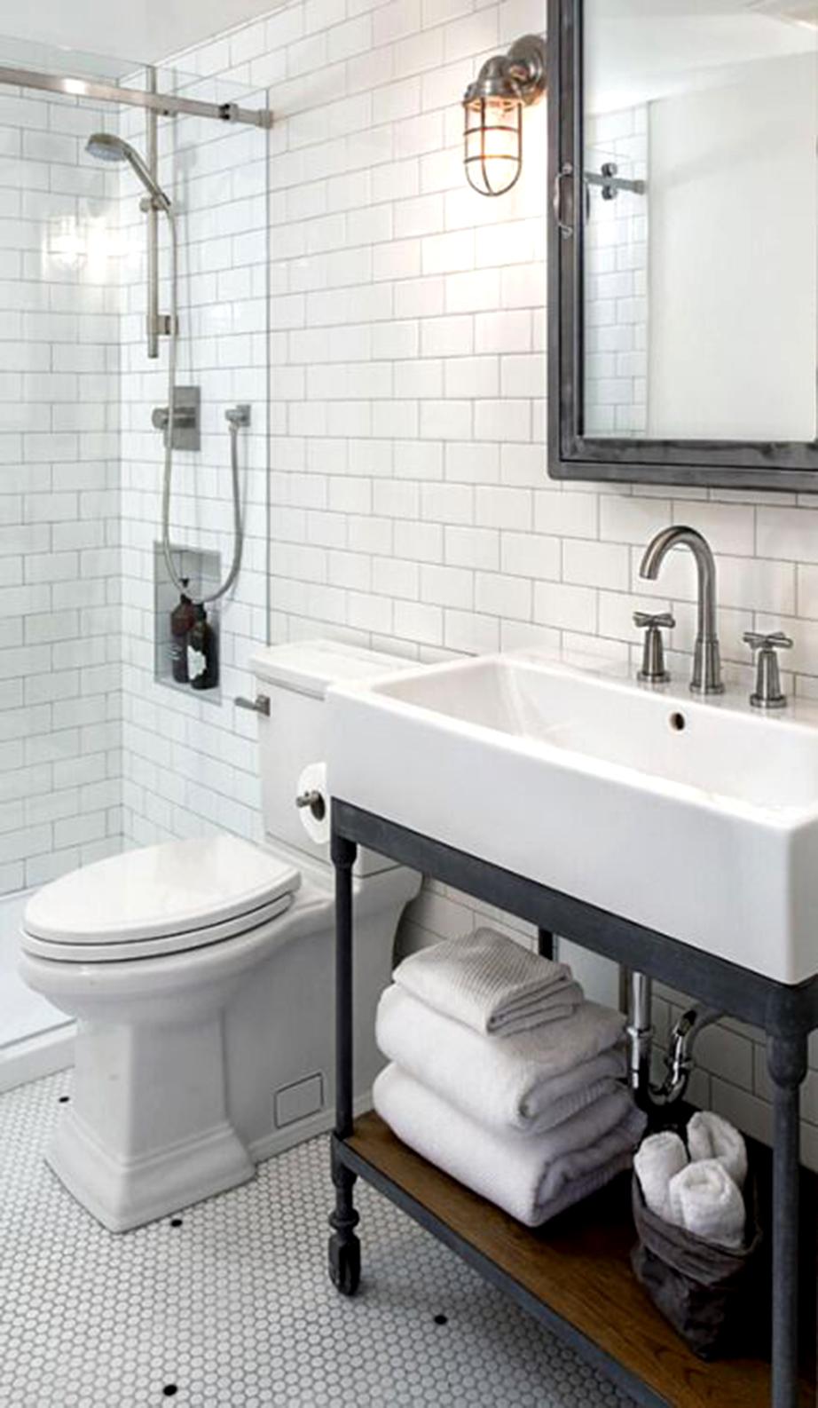 Περάστε μια γκρι απόχρωση στα έπιπλα του μπάνιου σας και αντικαταστήστε τα φωτιστικά σώματα αυτού με επίτοιχες μεταλλικές απλίκες εξωτερικού χώρου δεξιά και αριστερά του καθρέπτη πάνω από το νιπτήρα.