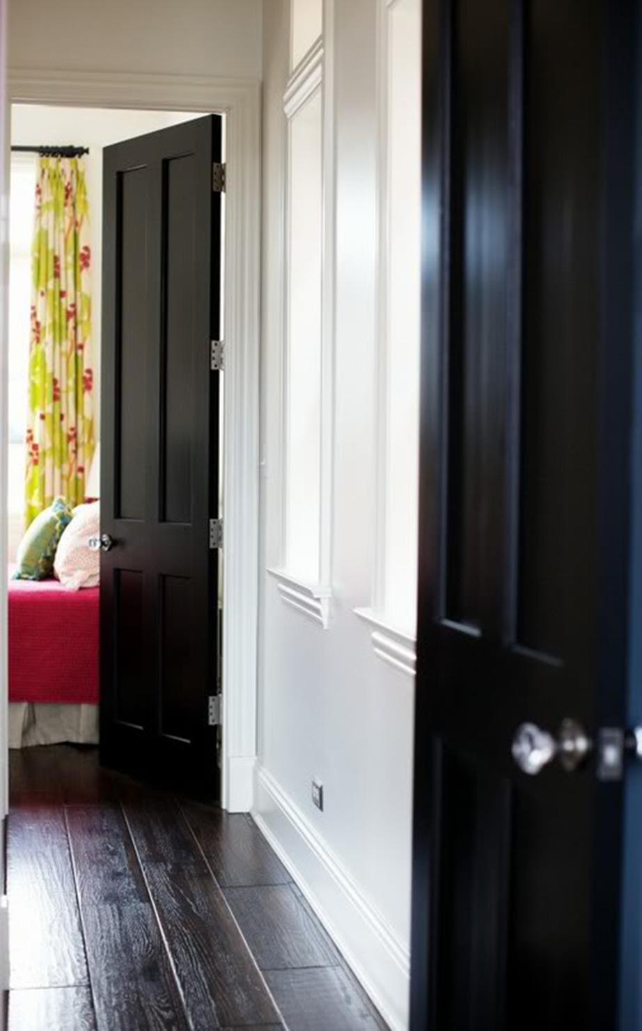 Αποφύγετε οι πόρτες των δωματίων του σπιτιού να είναι αντικριστές μεταξύ τους τουλάχιστον όταν στην ευθεία υπάρχει κάποιο παράθυρο.