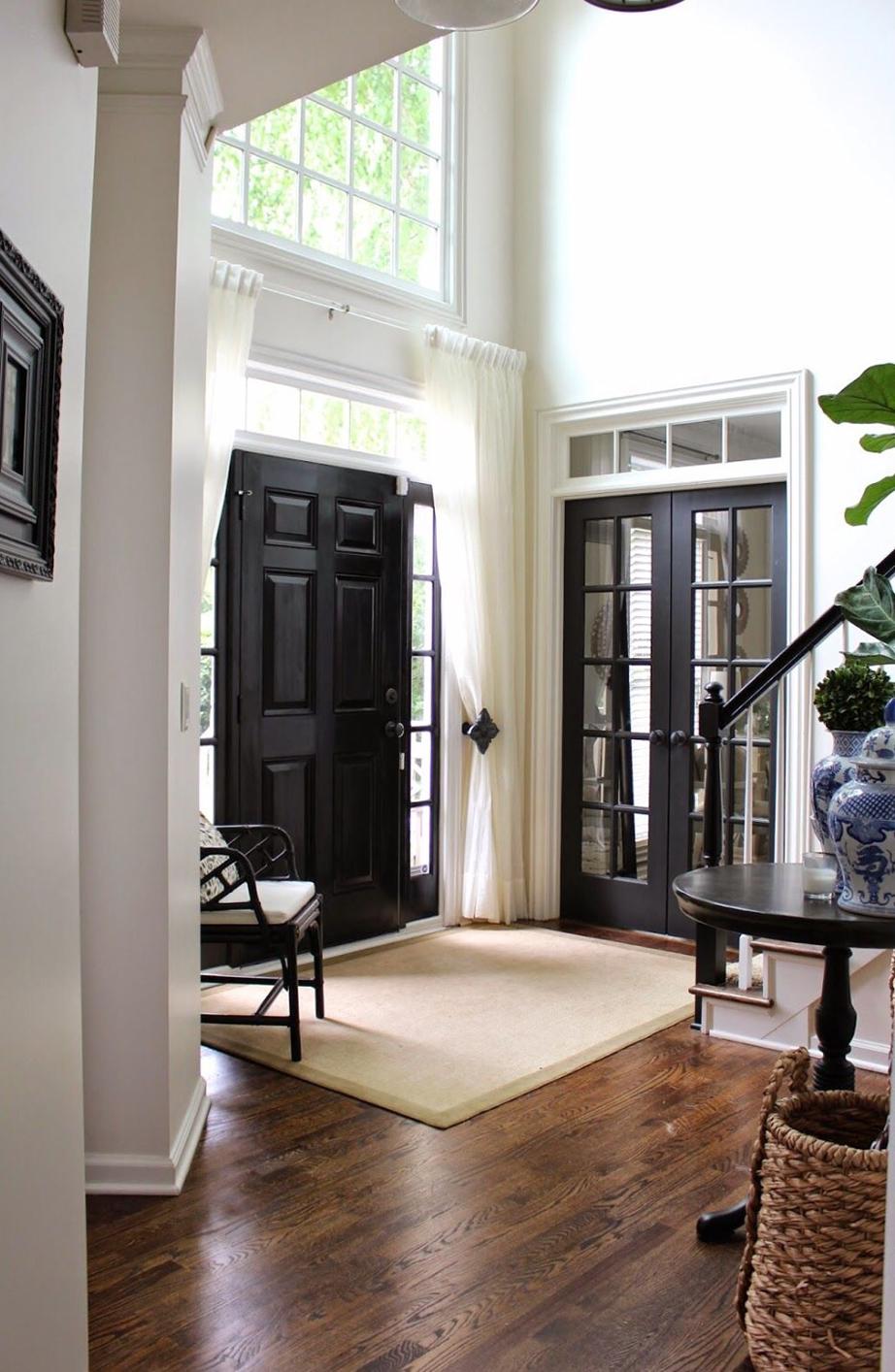 Οι σκάλες για τους επάνω ορόφους μιας κατοικίας δεν θα πρέπει να είναι αντικριστές με την κεντρική είσοδο.