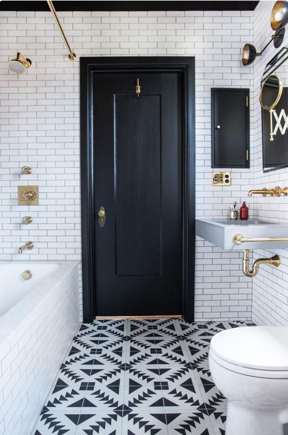 Αποφεύγετε το μπάνιο να βρίσκεται απέναντι από την κεντρική είσοδο του σπιτιού.
