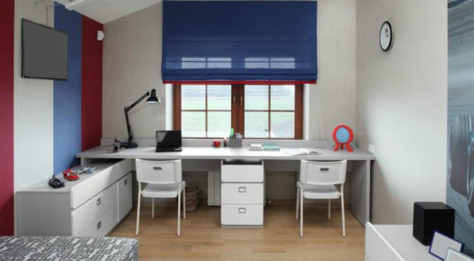 Αν τα παιδιά σας διαλέξουν κόκκινο και μπλε χρώμα, τότε χρησιμοποιήστε αυτές τις αποχρώσεις για τους τοίχους σας.