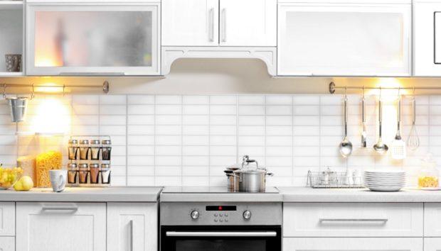 Ανανεώστε τα Παλιά Ντουλάπια της Κουζίνας σας Χωρίς να τα Βάψετε
