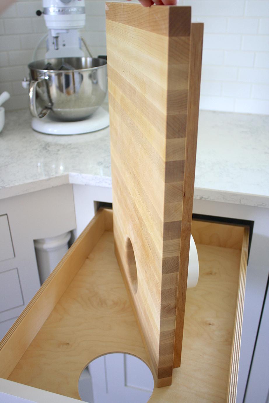 Το μασίφ κομμάτι θα πρέπει να είναι ίσο με το συρτάρι και τα δύο ανοίγματα να ευθυγραμμίζονται μεταξύ τους.