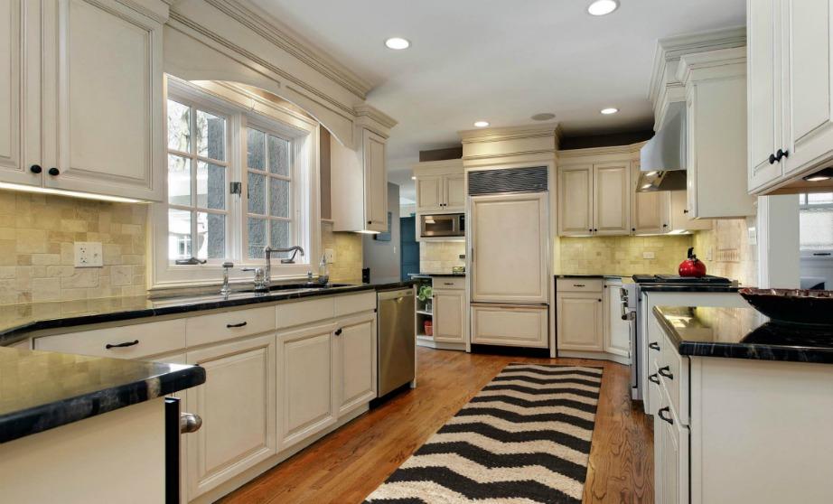 Στο εξωτερικό το χαλάκι στο πάτωμα της κουζίνας αποτελεί μεγάλο trend.