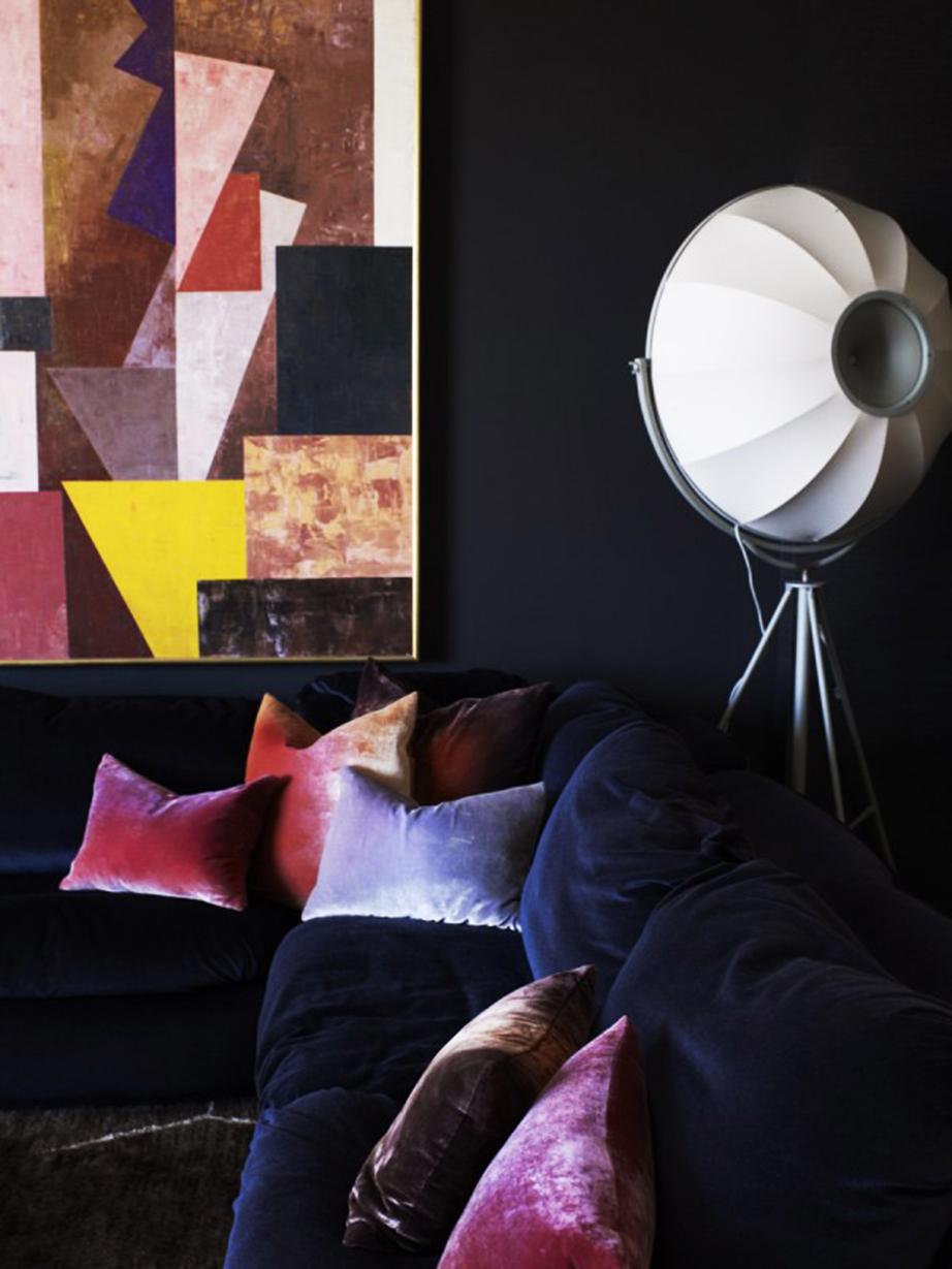 Χρησιμοποιήστε ματ χρώματα σε συνδυασμό με βελούδινα υφάσματα για ένα εκπληκτικό αποτέλεσμα.