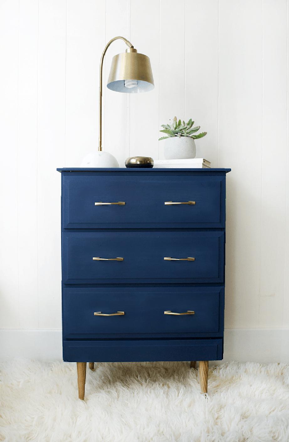Με ματ χρώματα μπορείτε να ανανεώσετε παλιά ξύλινα έπιπλα και να τους δώσετε ξανά ζωή κάνοντάς τα πιο trend στοιχεία της διακόσμησής σας.