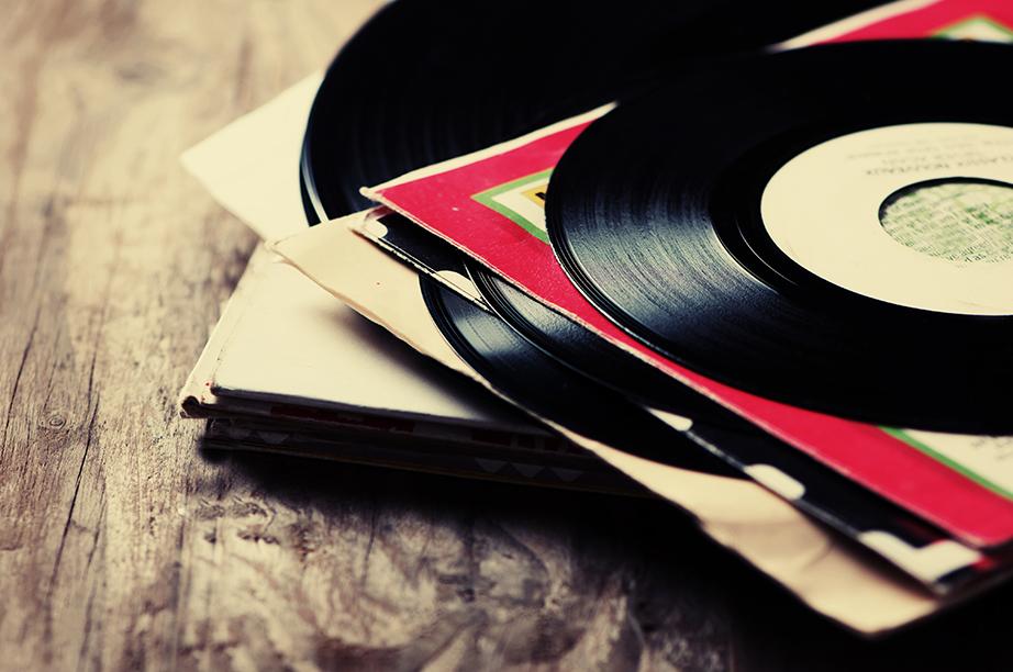 Χαρίστε του ένα ή περισσότερους δίσκους από βινύλιο με την αγαπημένη του μουσική.