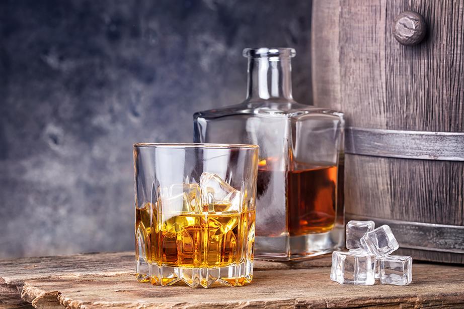 Χαρίστε του ένα μπουκάλι με το αγαπημένο του ποτό ειδικής και προνομιακής απόσταξης.