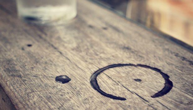 Εξαφανίστε κάθε Λεκέ Νερού από το Ξύλινο Τραπέζι σας στο Λεπτό