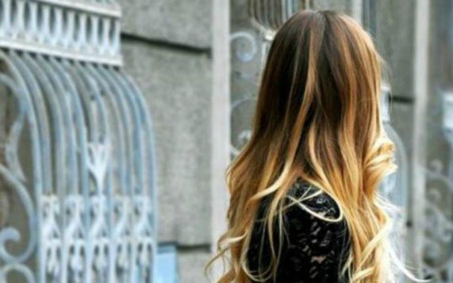 Ombre Χρώμα στα Μαλλιά με 2 Υλικά από το Σπίτι! (VIDEO)