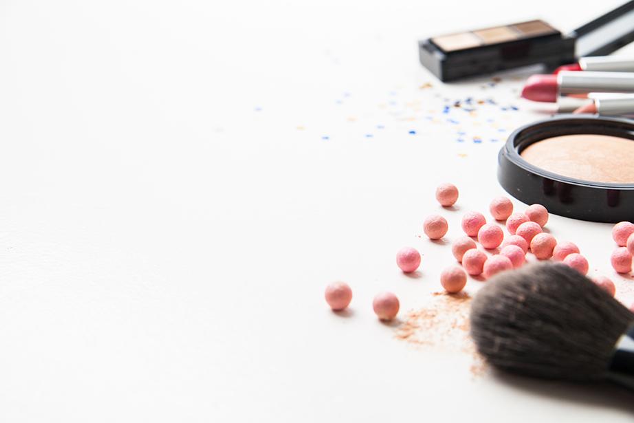 Απαλλαγείτε από καλλυντικά που είναι σχεδόν άχρηστα πια ή που δεν τα χρησιμοποιείτε.