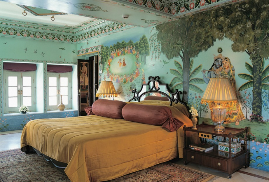 Τα δωμάτια έχουν διατηρήσει τη διακόσμηση τους ως ένα βαθμό και θυμίζουν δωμάτια παλατιού.