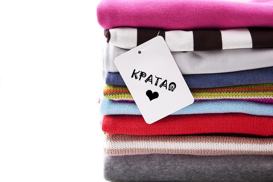 Ταξινομήστε τα ρούχα σας σε στοίβες ανάλογα με το τι θα τα κάνετε.
