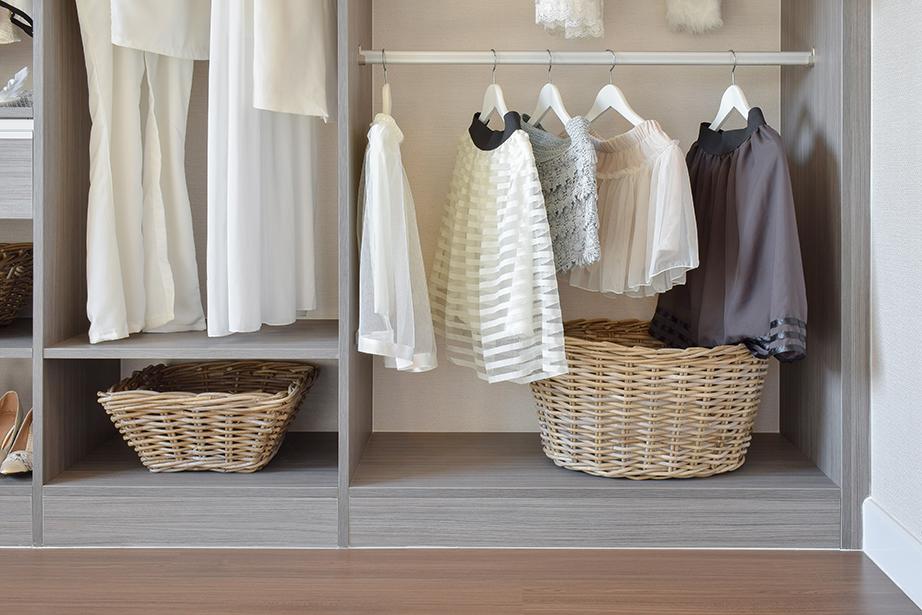 Δημιουργήστε κατηγορίες με τα ρούχα σας ανάλογα με το είδος τους.
