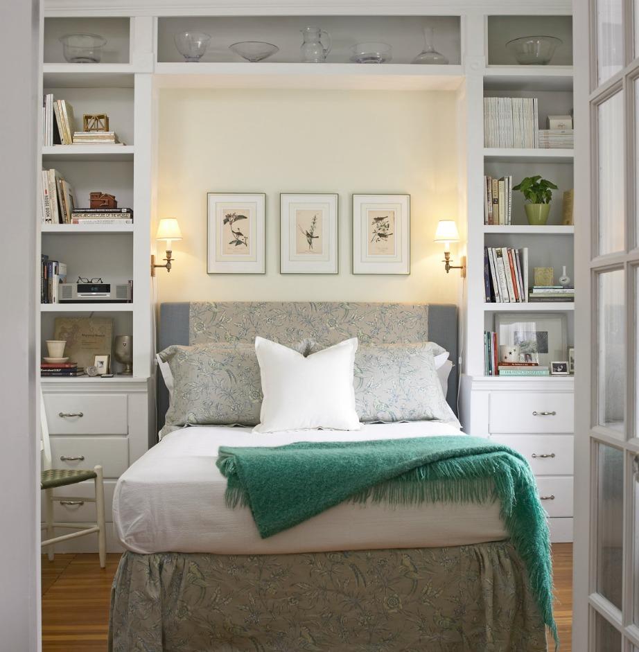 Βάλτε ράφια γύρω και πάνω από το κρεβάτι.