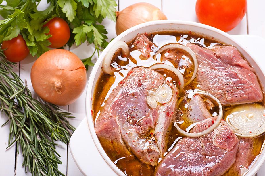 Χρησιμοποιήστε φακελάκια μαύρου τσαγιού για στο μαρινάρισμα κρέατος.