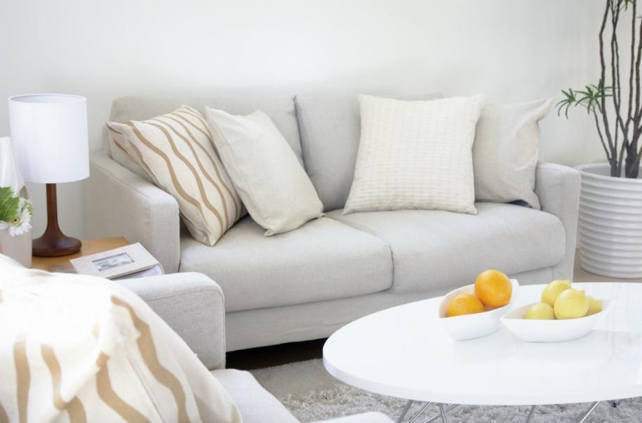Αλλάξτε τον παλιό καναπέ, κάντε κάποιες μικρές αλλαγές στη διακόσμηση, και δείτε τη ζωή σας να μεταμορφώνεται. Το σπίτι μας μπορεί όντως να μας γεμίσει με χαρά.