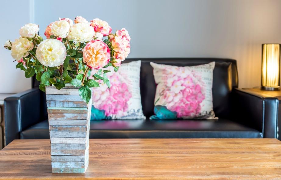 Επιλέξτε έπιπλα και διακοσμητικά που είναι διαχρονικά και δείχνουν πάντα όμορφα σε ένα σπίτι.