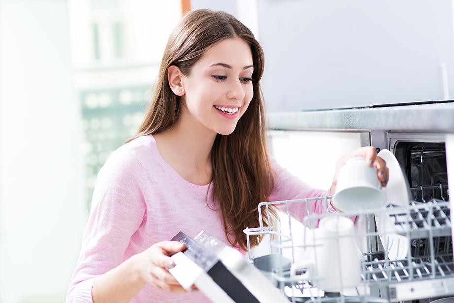Μετά από κάθε χρήση βάζετε τα πιάτα σας στο πλυντήριο πιάτων και το βράδυ πριν τον ύπνο βάλτε το σε λειτουργία. Μην ξεχνάτε πως το πρωί θα πρέπει να μπαίνουν πάλι στη θέση τους.