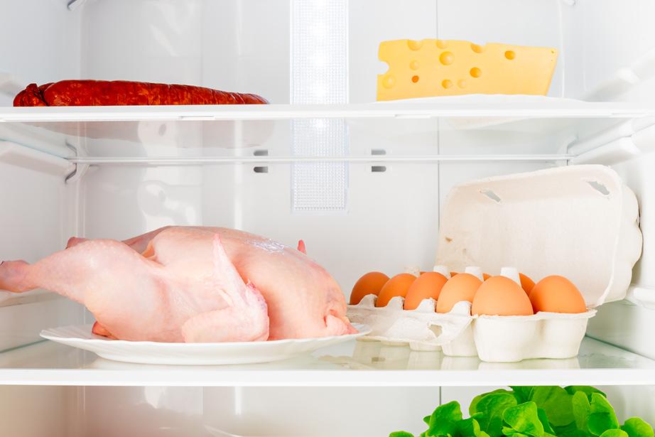 Τοποθετήστε τα τρόφιμα που έχουν μεγαλύτερη ανάγκη τις χαμηλότερες θερμοκρασίες στα κάτω ράφια του ψυγείου.