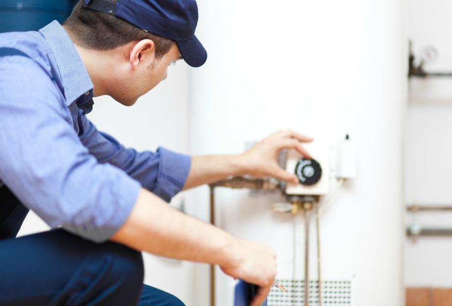 Αν υπάρχει από την αρχή μεγάλη διαρροή, κλείστε την παροχή νερού και καλέστε υδραυλικό.