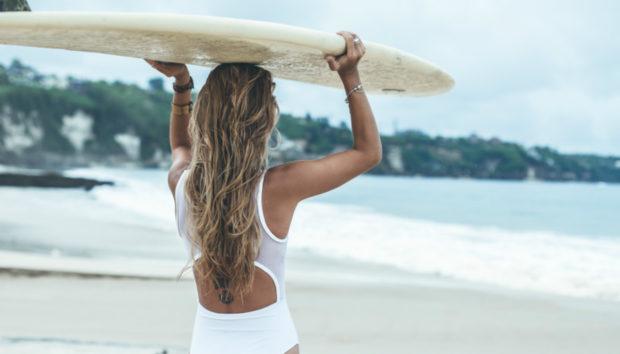 Δείτε πώς θα Πετύχετε Το Look της Παραλίας Μέσα σε 3 Λεπτά