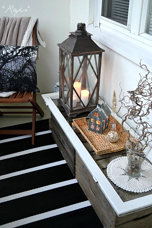 Χρησιμοποιήστε γυμνά κλαριά δέντρων ως διακοσμητικά στοιχεία στη βεράντα σας.