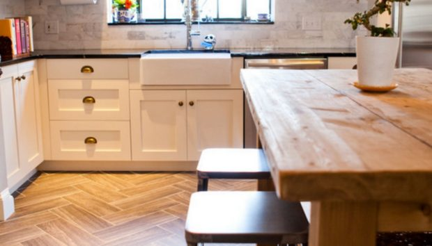 «Να Προτιμήσω Ξύλινο Δάπεδο ή Πλακάκι στην Κουζίνα;»