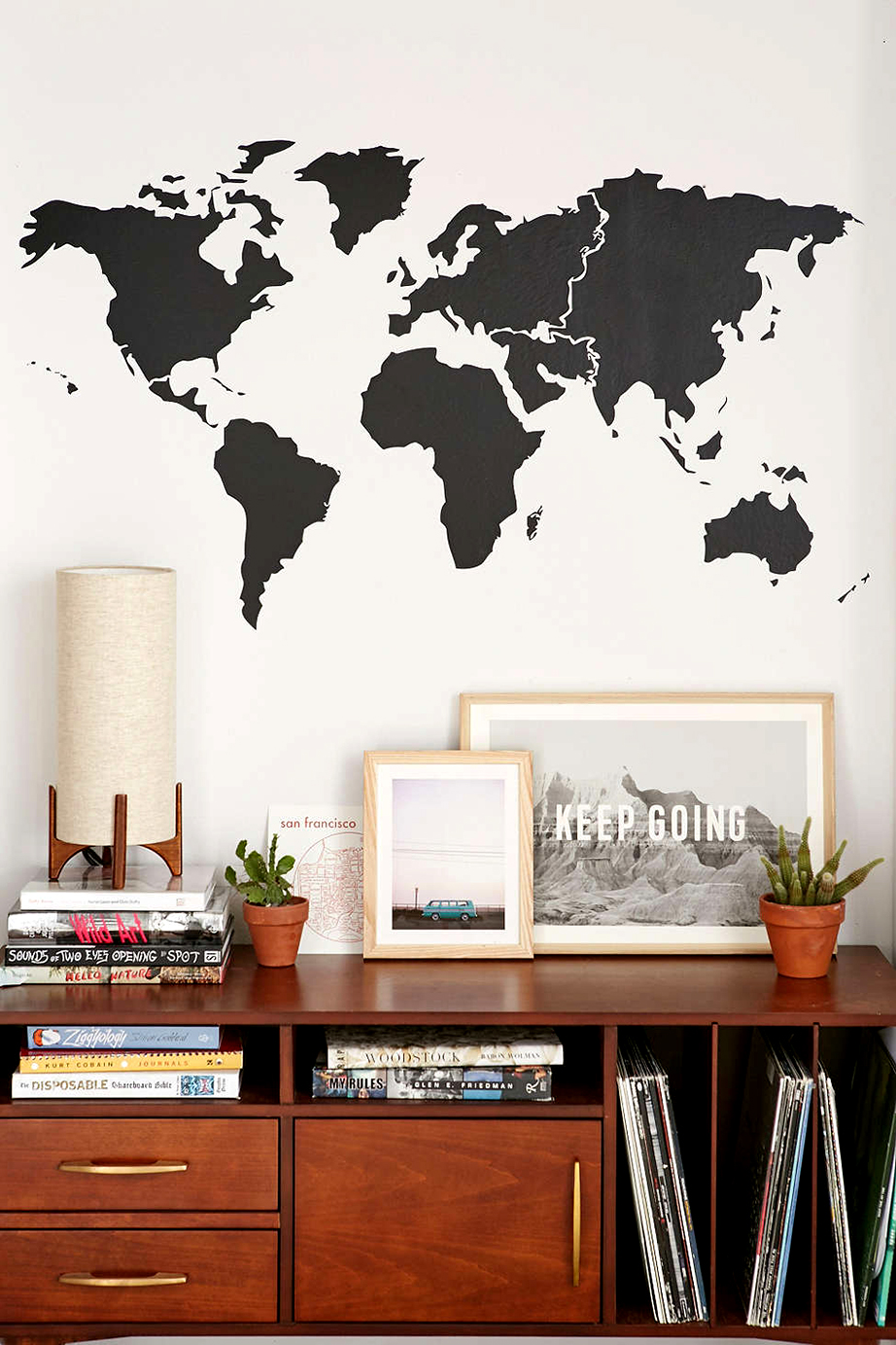Η χρήση έτοιμων αυτοκόλλητων σχεδίων του παγκόσμιου χάρτη μπορούν να τοποθετηθούν σε οποιαδήποτε επιφάνεια τοίχου και σε οποιοδήποτε χώρο του σπιτιού.