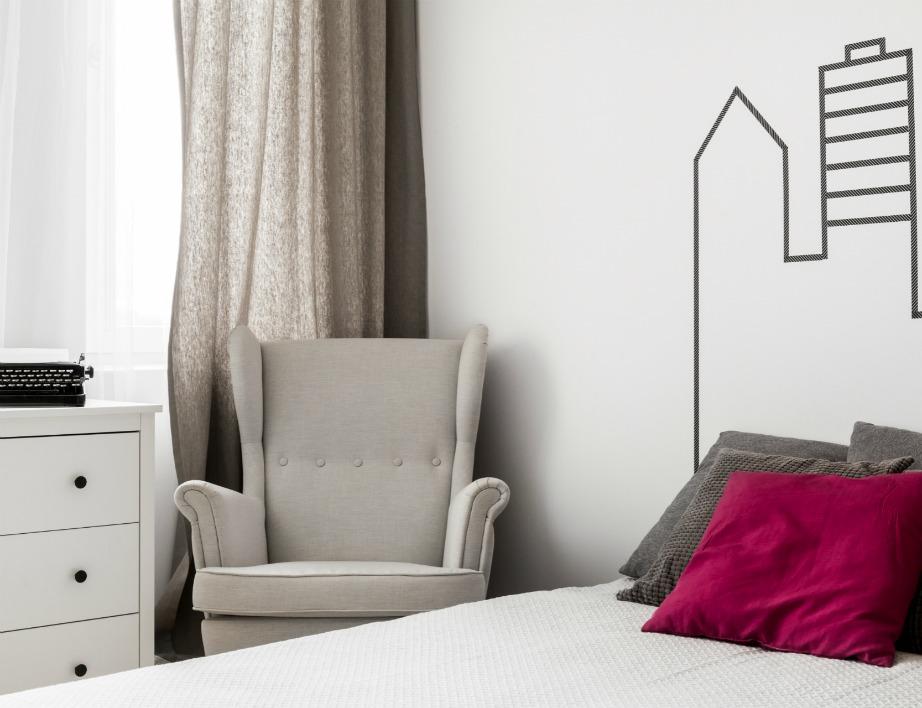 Διακοσμήστε κάθε γωνία του δωματίου με κάποιο μικρό έπιπλο ή διακοσμητικό.